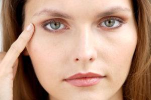 Морщины вокруг глаз: как добиться идеального результата? 1.jpg.pagespeed.ce .WQDjtTJLp1 300x200 - клиника VIdnova