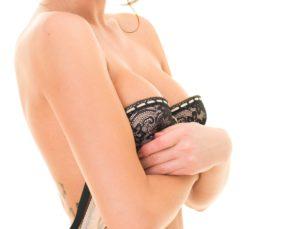 Какую подтяжку груди делать: с увеличением или без? 3 30 300x229 - клиника VIdnova
