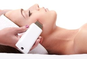 От морщин и акне: в чем преимущество ультразвуковой чистки ultrasonic facial treatment 300x205 - клиника VIdnova